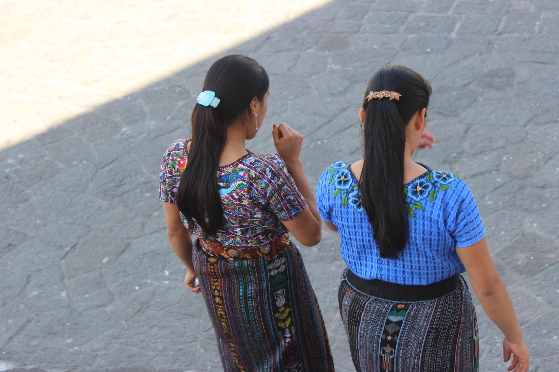 twom mayan girls